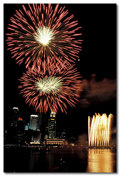 1 of the 2 decent firework shots, Duh!!! Benjamin Shears Bridge, National Day Parade.