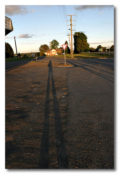 Our bus broke down while on the way back from Grampians.  First time I see such a long shadow of myself. =)