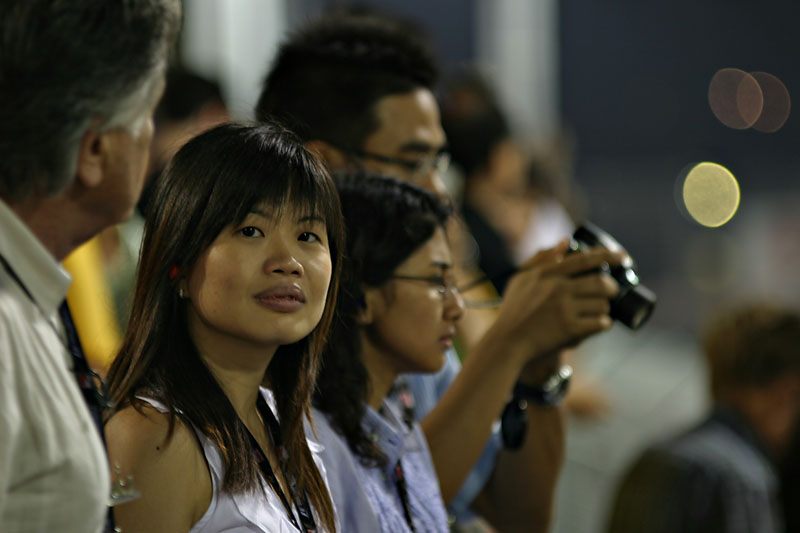 Wifey at the race.  2008 Formula 1 SingTel Singapore Grand Prix.