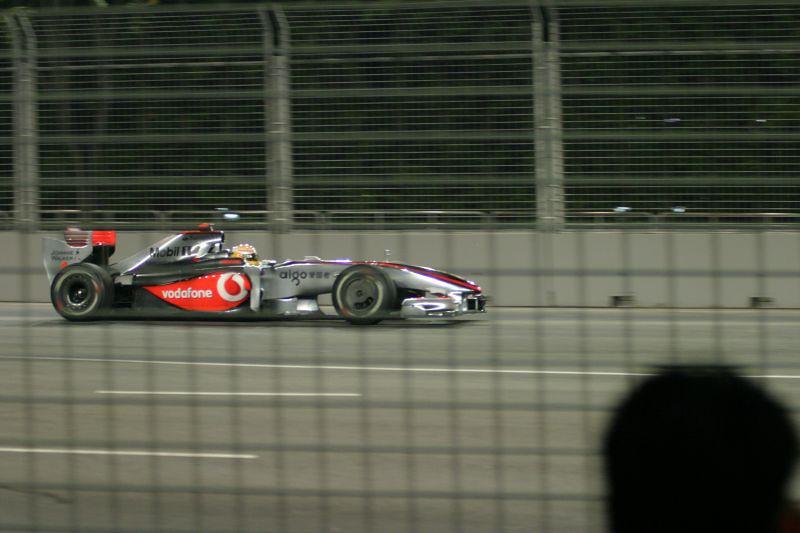 I hate the fencing. =(  2009 Formula 1 SingTel Singapore Grand Prix