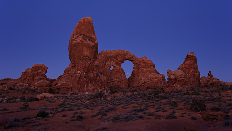 Lunar Eclipse at Turret Arch