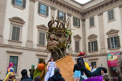 Milano street festival tree man