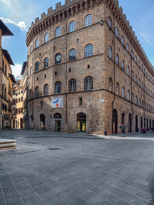 Palazzo Spini-Ferroni: Over seven centuries here (since 1289)