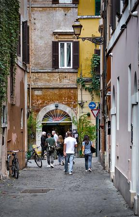 Vicolo De' Renzi, our place in Trastevere