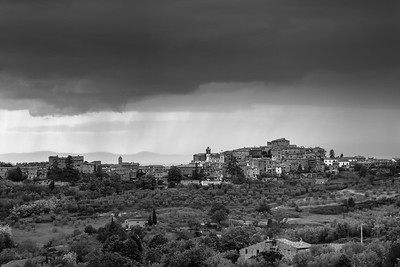 Montisi seen from Castelmuzio in evening rain
