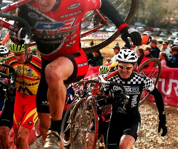 CUT-Bike pack02 photo by Jessica Brandi Lifland/Daily Camera The men were still in a pack as they raced up the first hill of the first lap of mens race. Boulder, CO. Saturday, November 7, 1998.