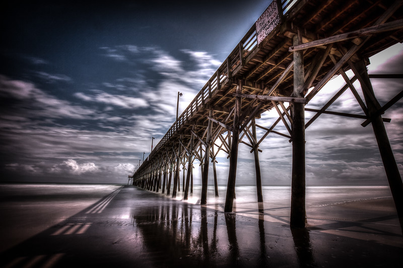 stormy skies at the surf city pier