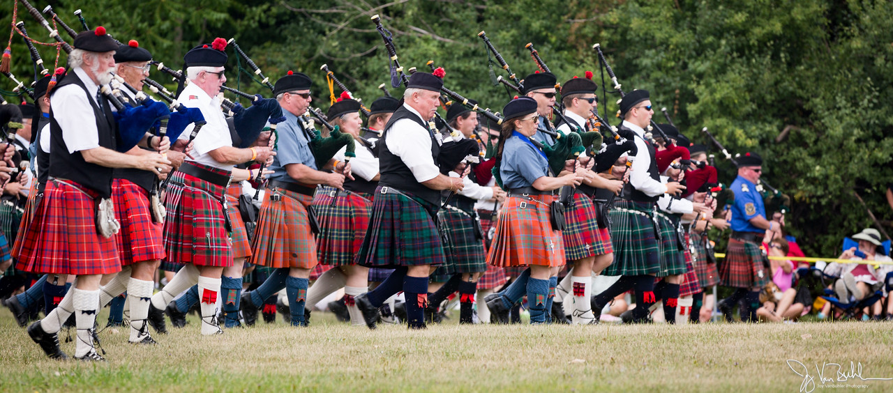 32/52-1: Scottish Highland Games