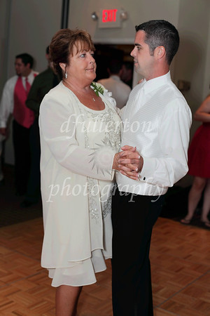 Justin and his mother took to the dance floor as well as the night continued.