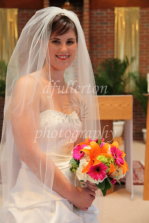 The church space - and Katharina's Bouquet - led for well-light and colorful photos.