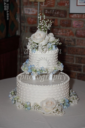 Oscar and Sarah's cake was nicely decorated with flowers in the same colors as the ties and bouquets.