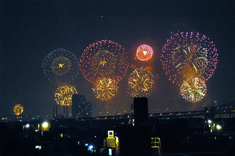 NYC 030704-Macy's Fireworks-0042