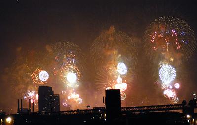 NYC 030704-Macy's Fireworks-0024