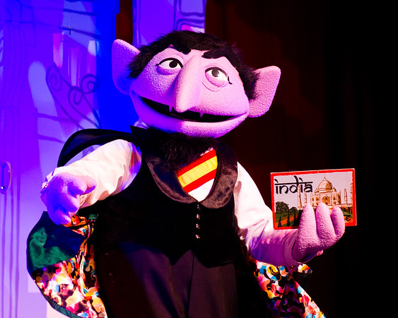 Elmo's World Tour (c) Sesame Workshop