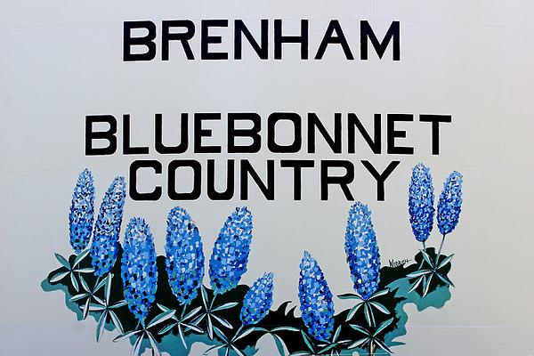 0000 TX Brenham Water tank painting