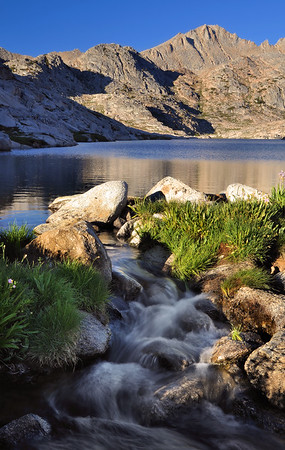 Vee Lake Drainage  Copyright © 2010 All rights reserved