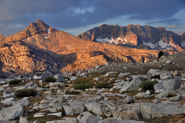 Glacier Divide (sunrise).  Sierra Nevada Range, California.  Copyright © 2009 All rights reserved.