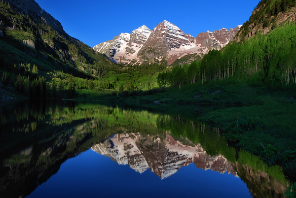 Maroon Bells (morning).  Aspen, Colorado.    Copyright © 2009 All rights reserved.