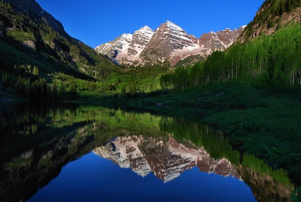 Maroon Bells (morning).  Aspen, Colorado.    Copyright © 2009 All rights reserved.