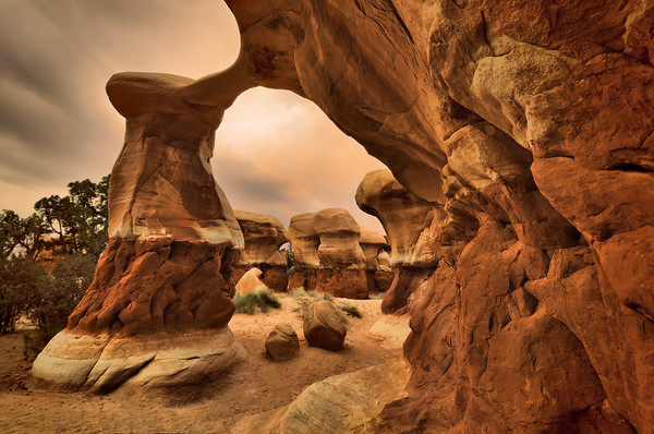 Metate Arch in Devil's Garden Glen Canyon National Recreation Area, Utah.  Copyright © 2011 All rights reserved.
