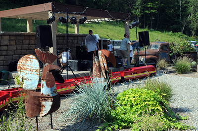 We watched the band set up for that evenings entertainment at the Winery...