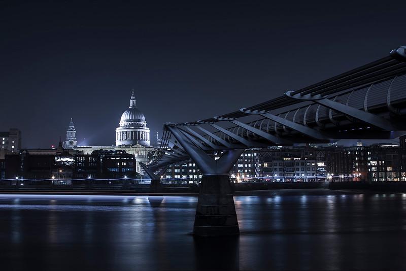 Saint Pauls Cathedral at the end of Millenium Bridge (London)