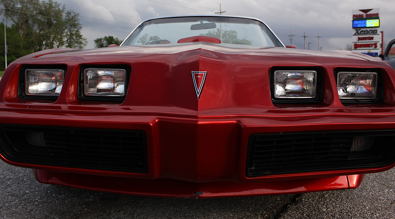 I've always thought the front end of the '79 Pontiac T/A was one of the most distinct and recognizable from the 1970s. I've always loved the large lights, small pointed nose, and low front end of these cars.