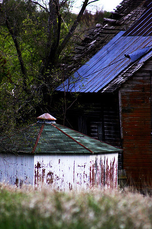 An abandoned farm house across from Mahoney State Park In Ashland, Nebraska.