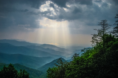 sunrays on the smokies