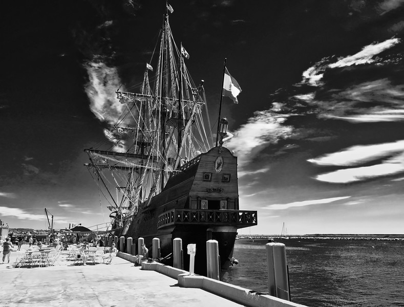 Le Galeon and the Clouds