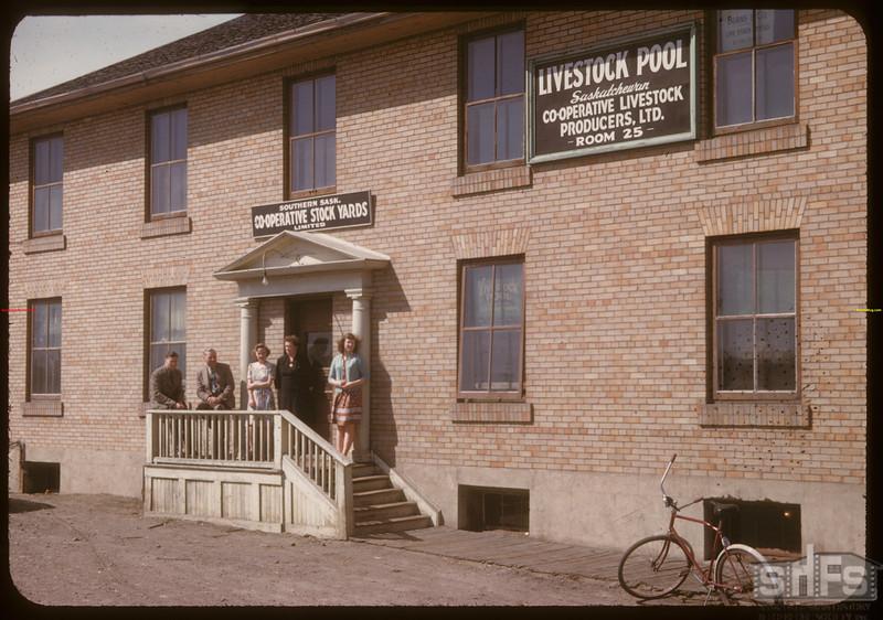 Southern Saskatchewan Co-op Stockyards & Livestock Pool Staff Moose Jaw 04/28/1947