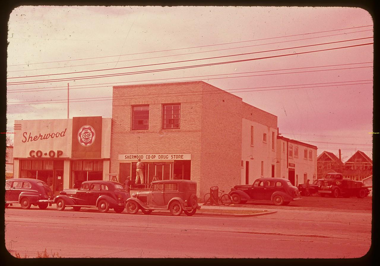 Sherwood Co-op groceries and drugs.  Regina.  10/09/1947