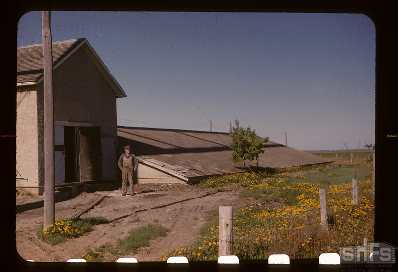 Reservoir for flowing well. Gravelbourg 06/12/1947