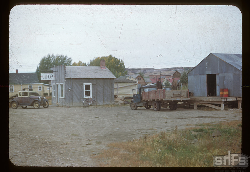 Eastend Co-op bulk holding station.	 Eastend	 09/23/1948