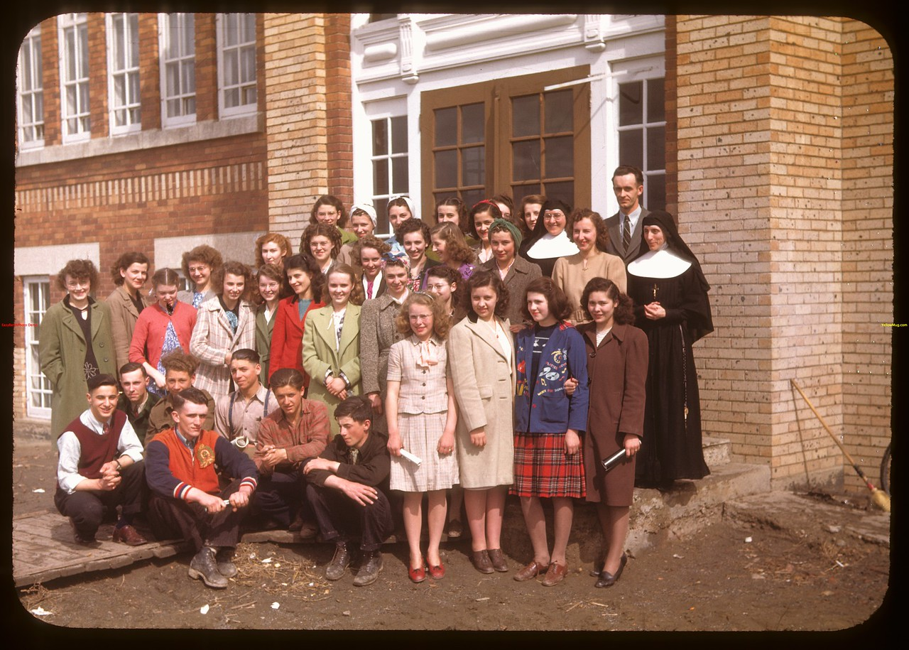 Teachers and students - Ponteix school..  Ponteix.  04/30/1948