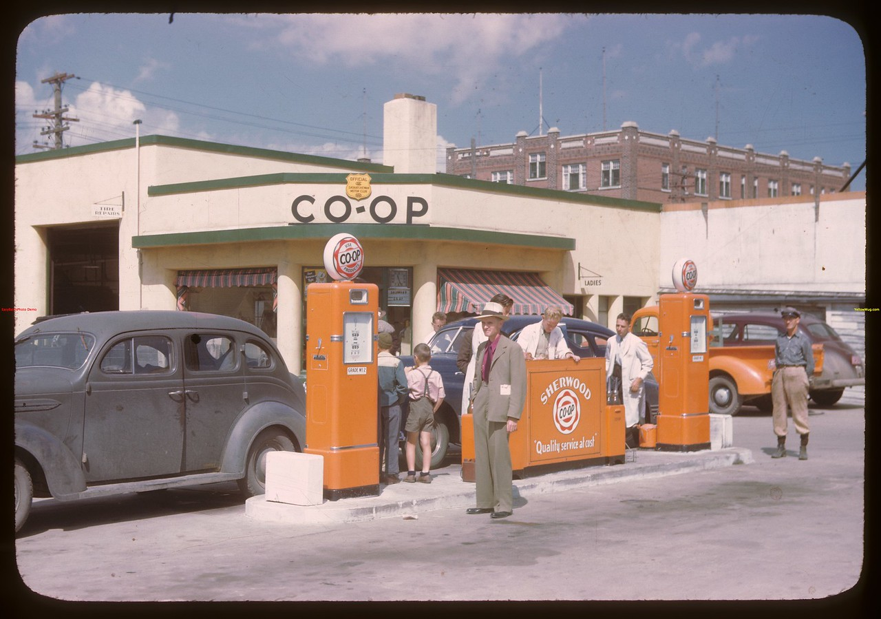 Sherwood Co-op service station.  Regina.  08/10/1946