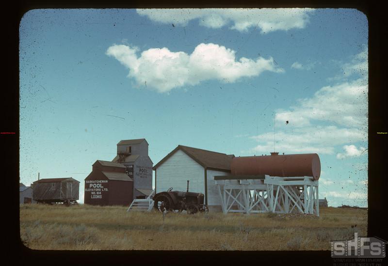 Co-op Oil Stand Loomis 08/28/1942
