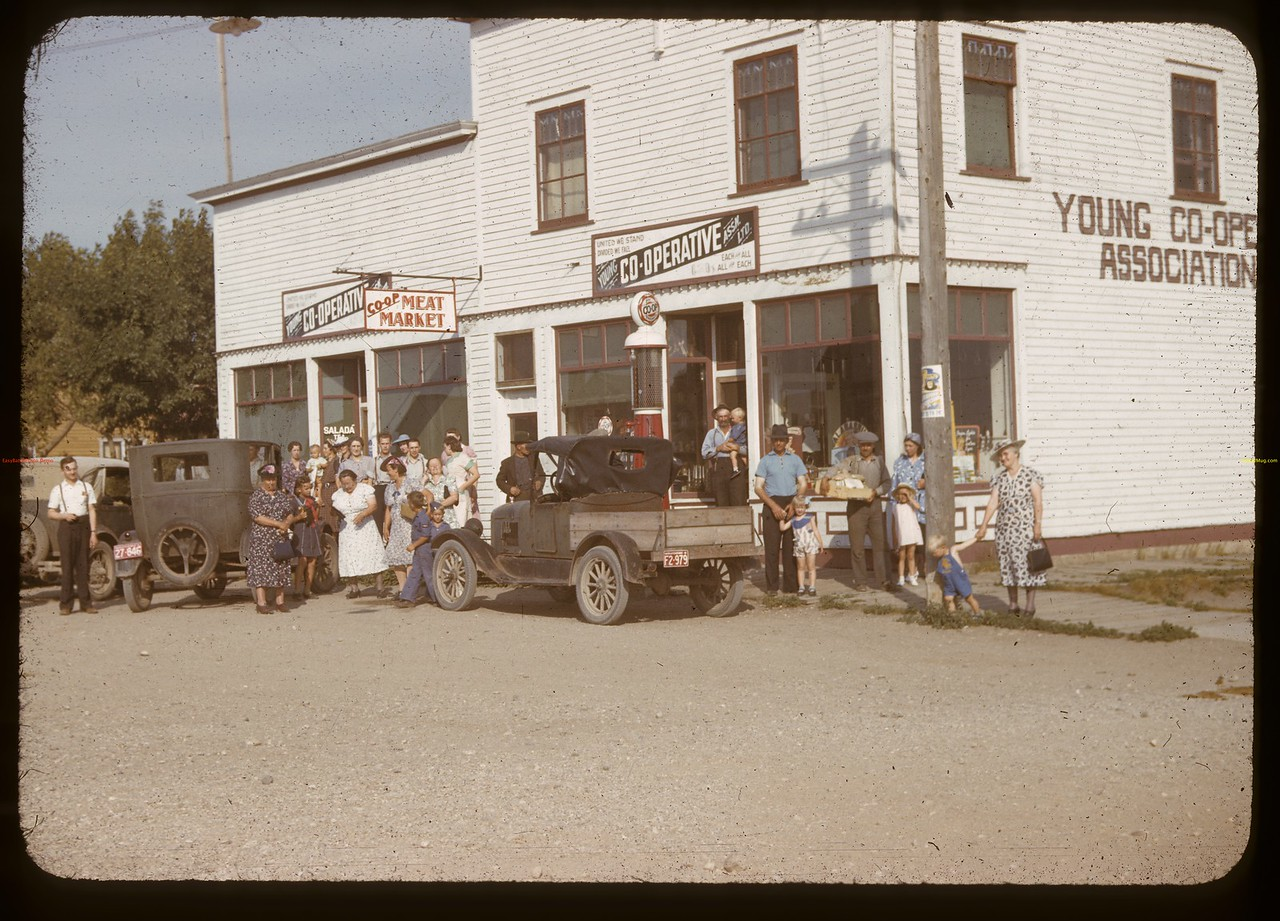 Young Co-op Store - staff & customers.	 Young.	 07/18/1941