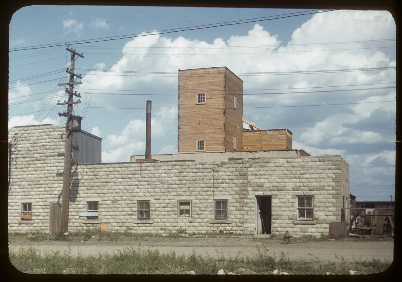 Federated Co-op's Regina feed mixing plant - Osler Street. Regina 07/15/1949
