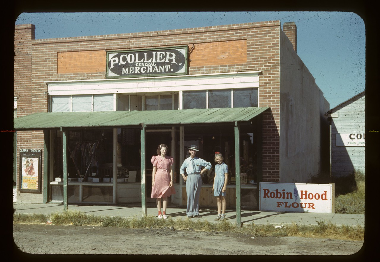 Collier's Store and staff. Bracken. 08/28/1942