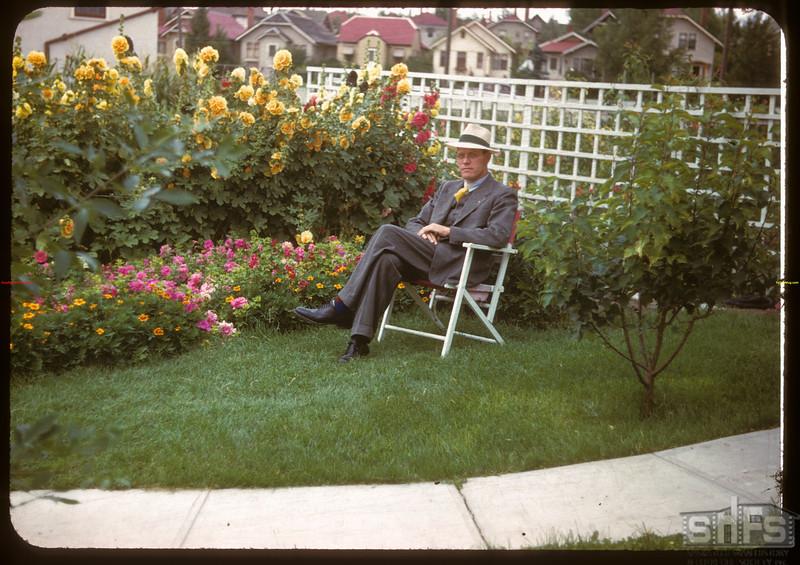 Earl Huston's front lawn - 2565 Garnet Street.  Regina.  08/12/1947