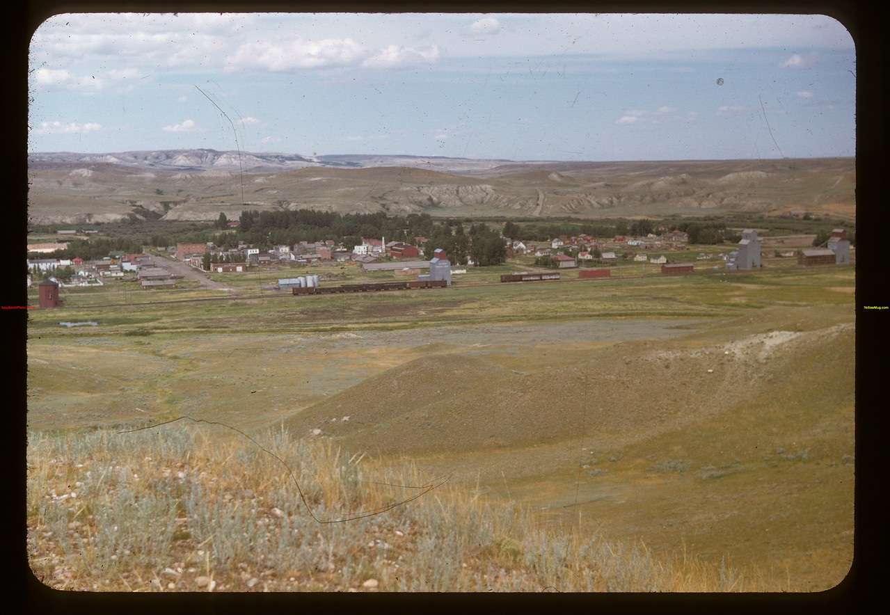Eastend from south hill near highway.	 Eastend	 07/18/1948