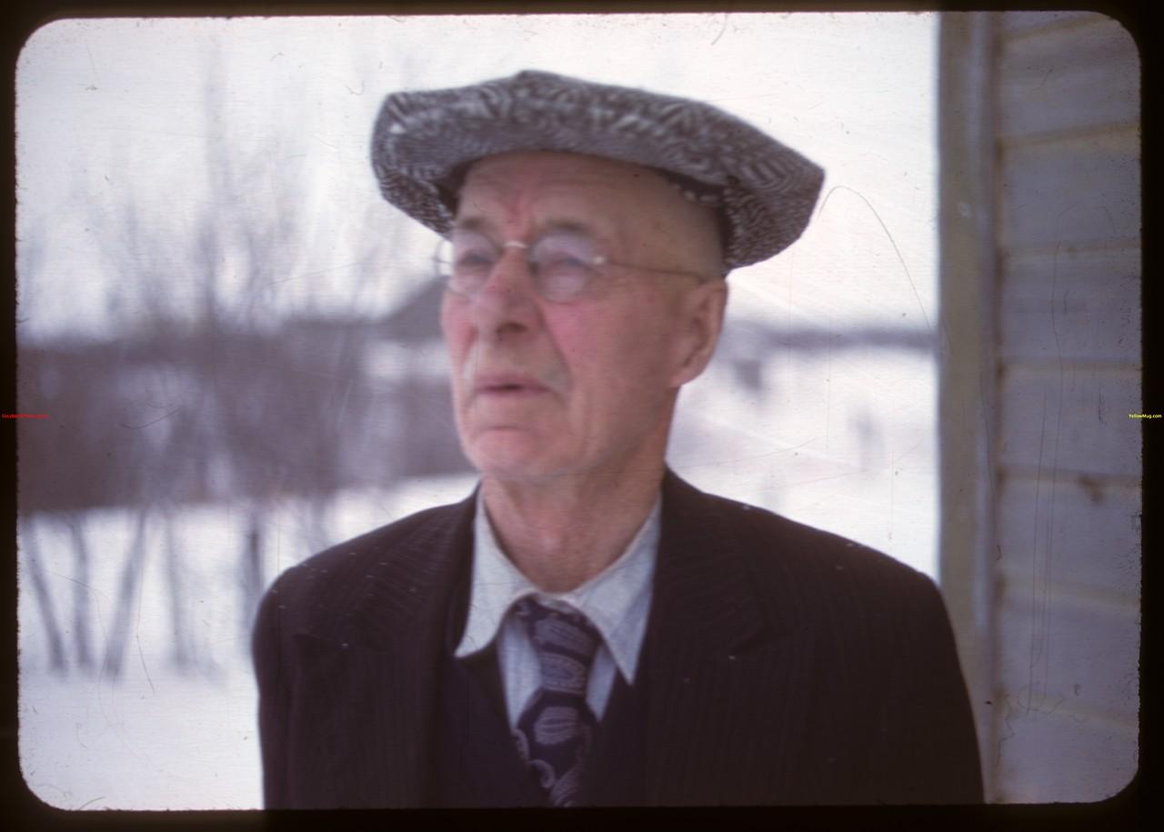 Frank Amas - Otter's colume - 14 years mayor of Qu'Appelle.  Qu'Appelle.  01/09/1948