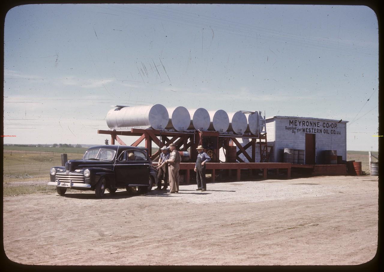 Meyronne co-op oil. Meyronne 07/02/1946