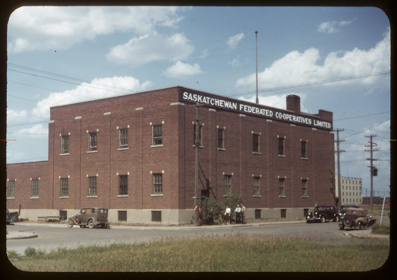 Sask. Federated Co-op Ltd hardware - 6th and Scarth Street. Regina 07/15/1949