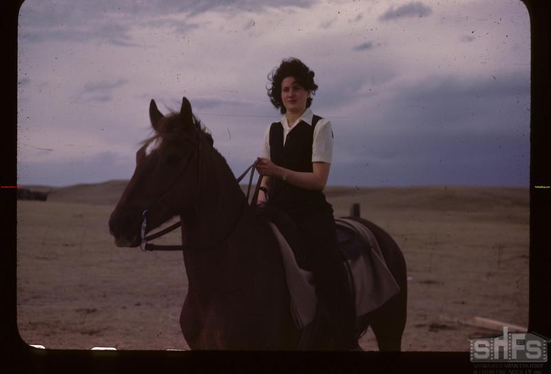Dorothy Munn. Mankota 06/05/1946