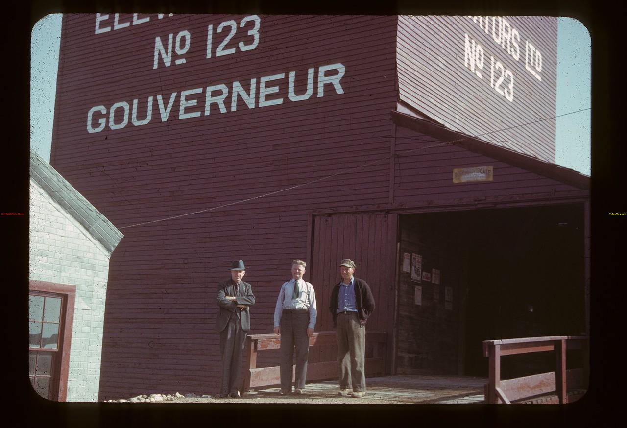 Gouverneur pool elevator - Coleville - Wagner & Nottingham [standing in front of elevator] Gouverneur 08/26/1942
