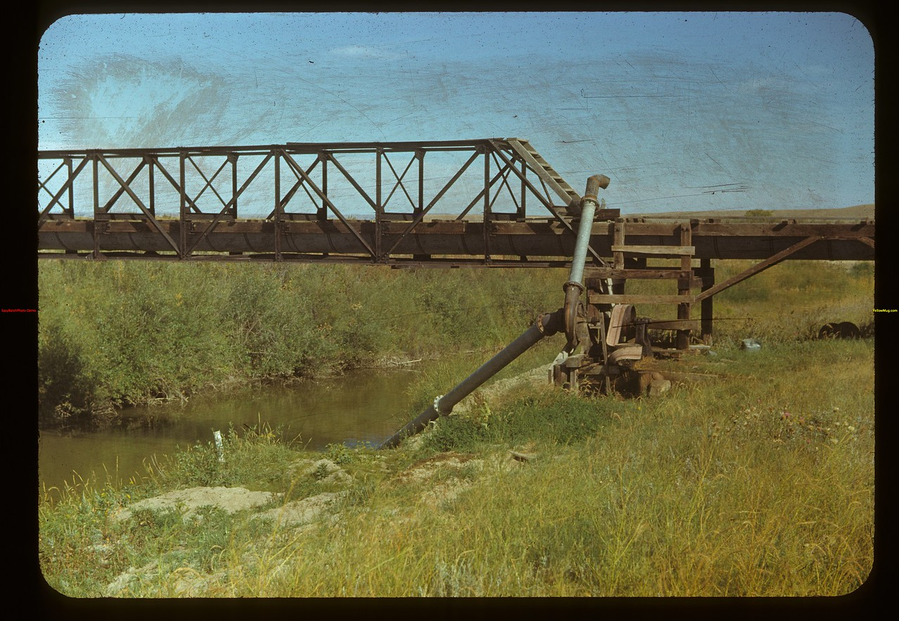 Irrigation - Pumping from the White Mud. Eastend 09/03/1948