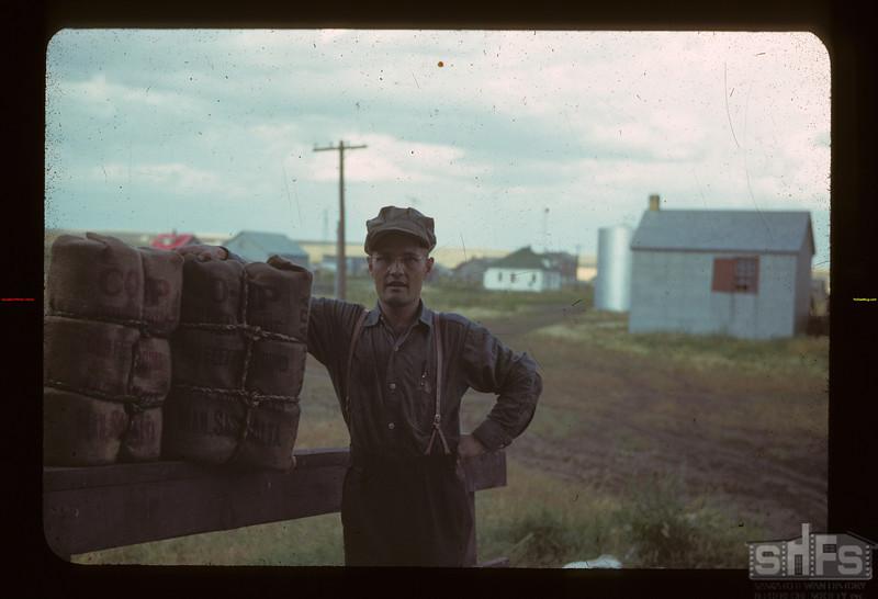 Pool Elevator agent - Lavoy? Ferland 08/26/1942