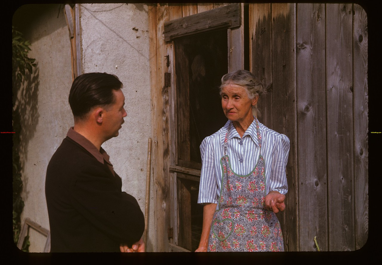 Howard Tyler (wheat pool) interviews Mrs.Am. Price	 Indian Head	 09/03/1947